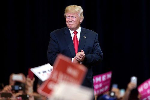 Donald Trump campaigning in Phoenix, Arizona
