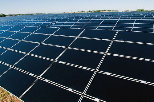 <SMALL>Duke Energy's 16-megawatt DC (14-megawatt AC) Blue Wing Solar Project in San Antonio, Texas consists of nearly 215,000 photovoltaic solar panels and is one of the largest PV solar farms in the United States. | Photo Credit: Duke Energy/Flickr</SMALL>