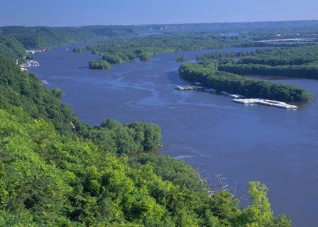 More than 15,000 streams, rivers, and lakes are too polluted with nutrient runoff to support wildlife, be enjoyed recreationally, or serve as a drinking water source. Photo credit: USDA