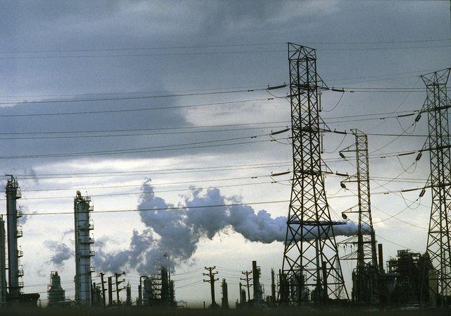 Factory pollution. (New Jersey, U.S.) Photo by John Isaac/UN.