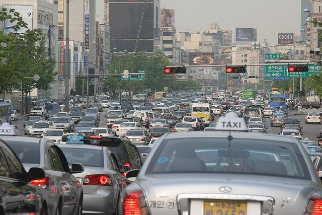 Car traffic in Seoul Korea. Photo by jimthegianteagle/Flickr.