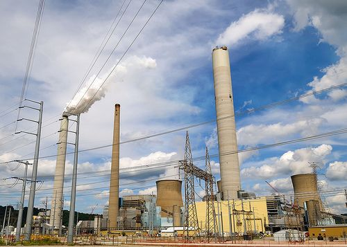 John E. Amos power plant in West Virginia. Photo credit: haglundc, Flickr