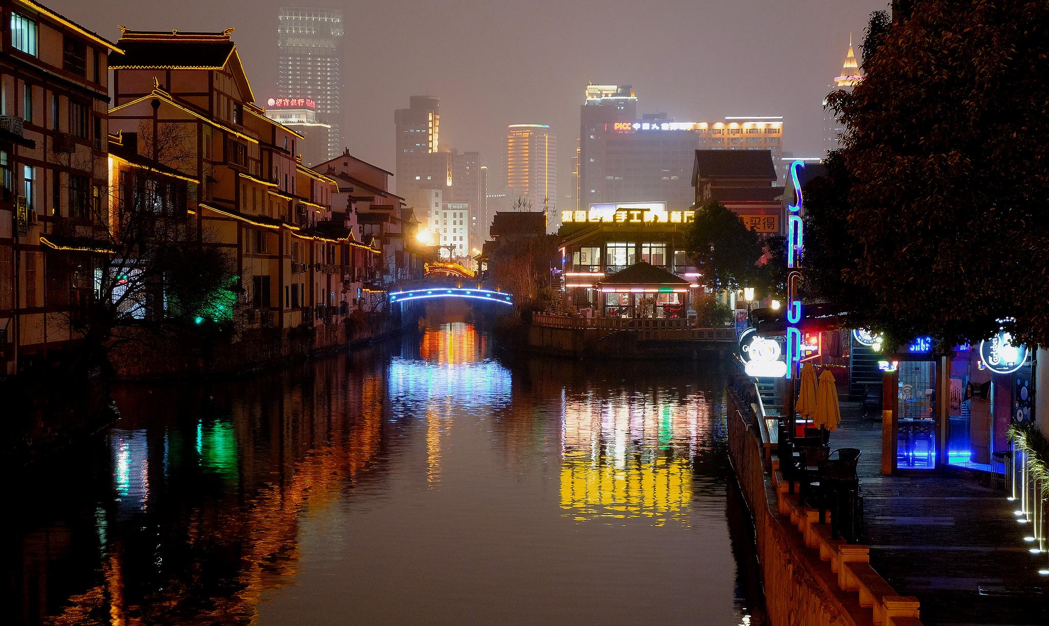 <p>Wuxi at night. Flickr/Thomas Depenbusch</p>