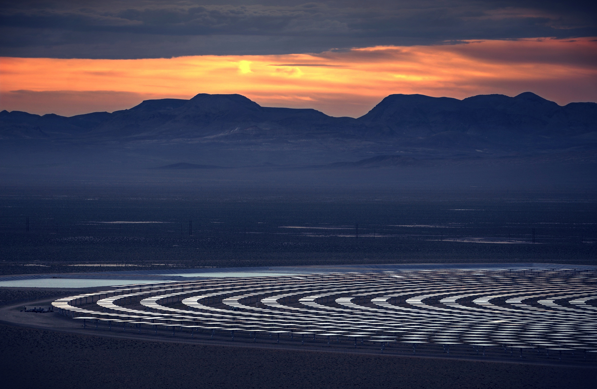 <p>A solar plant in Nevada. Peter Thoeny/Flickr</p>