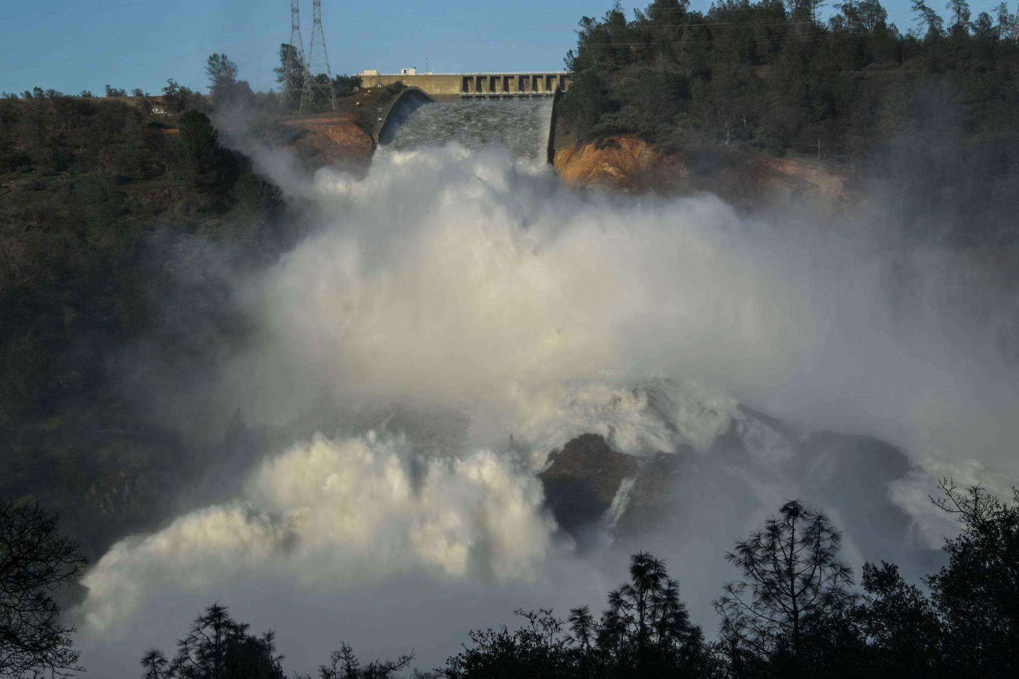 <p>Oroville Dam's spillway collapses, halting the hydroelectric plant's operations. Photo by California National Guard/Flickr</p>