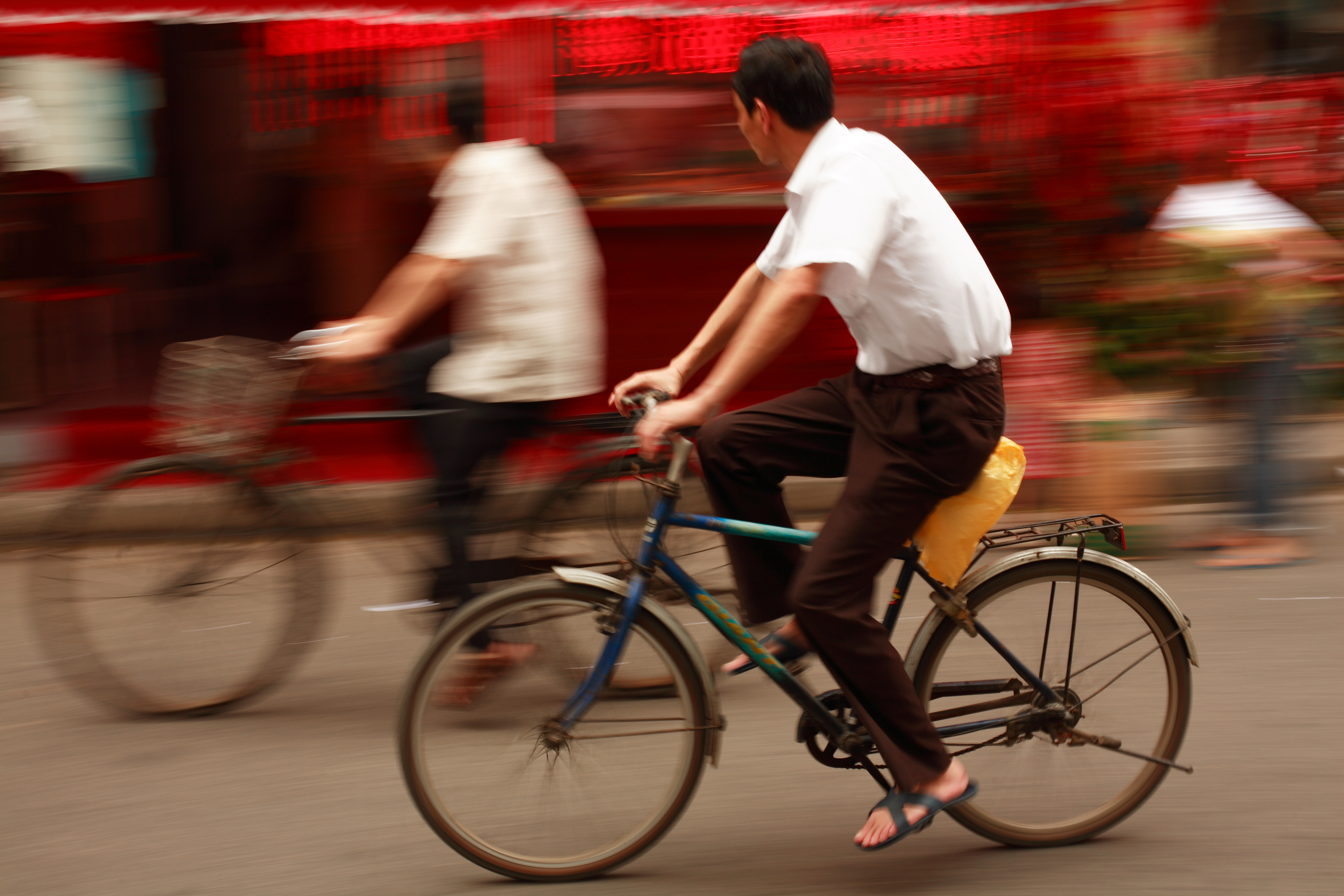 <p>A cyclist in Shanghai. Flickr/Beyond Neon.</p>