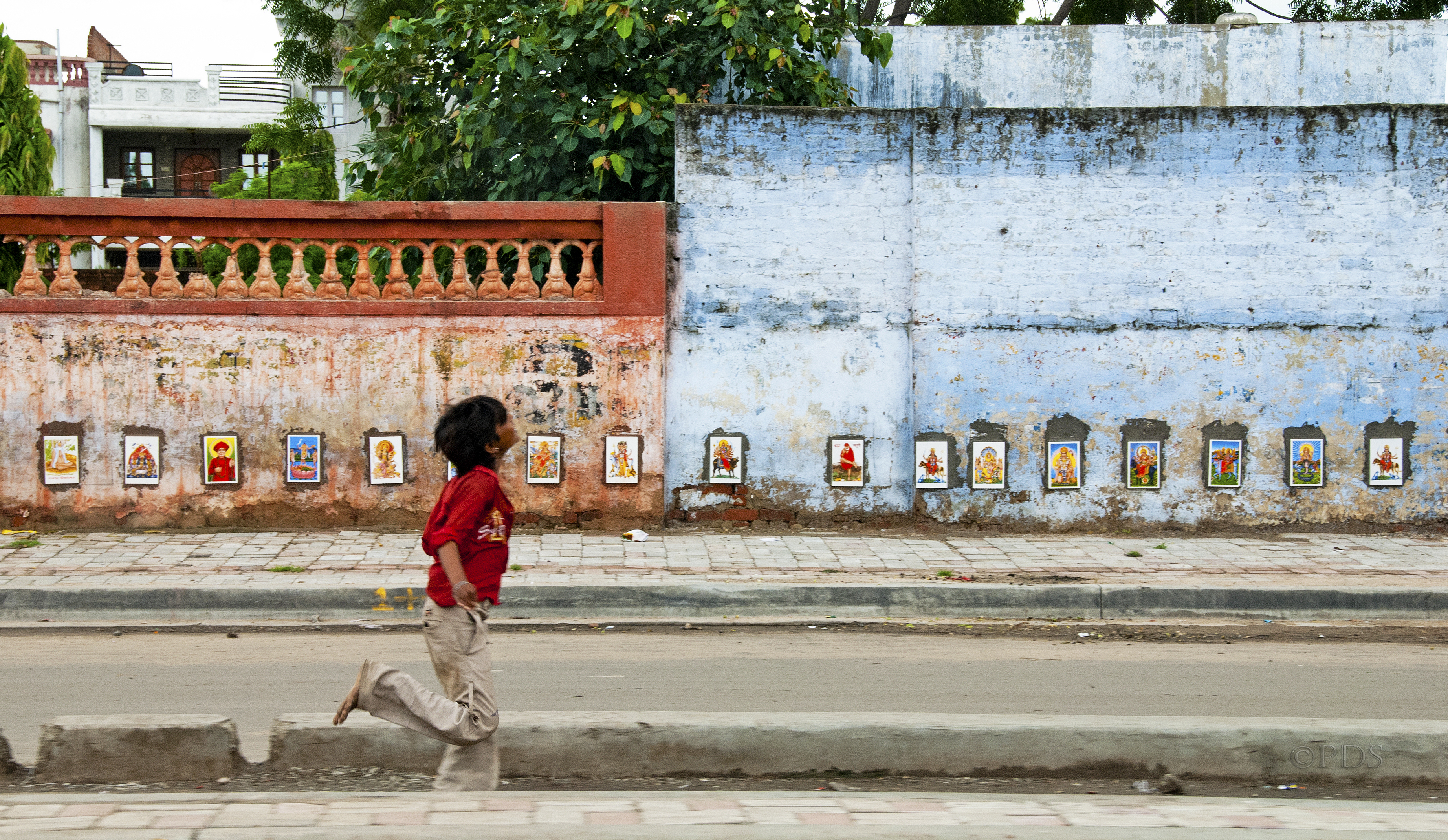 <p>A kid runs through Ahmedabad, India. Flickr/Freedom House</p>