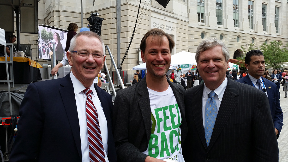 <p>From left to right: Andrew Steer (WRI), Tristram Stuart (Feedback), and U.S. Secretary of Agriculture Tom Vilsack. Photo by Craig Hanson/WRI</p>
