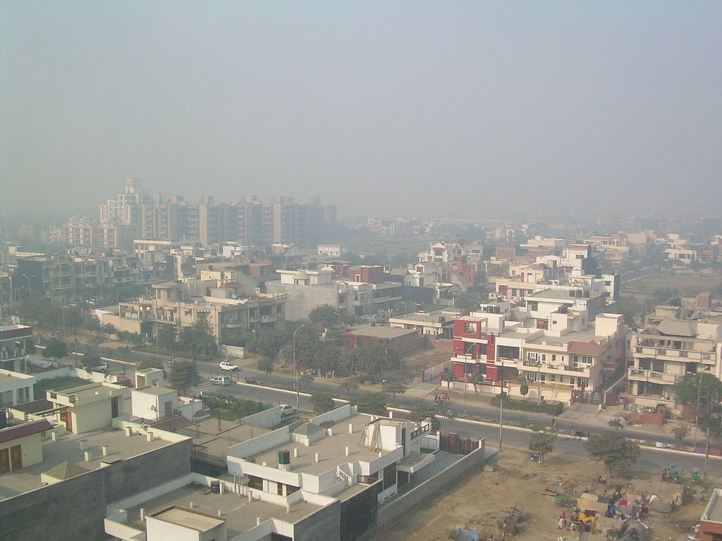 <p>In November, breathing the air in New Delhi for a day was the same as smoking 50 cigarettes. Photo by Onewhohelps/Wikimedia Commons</p>