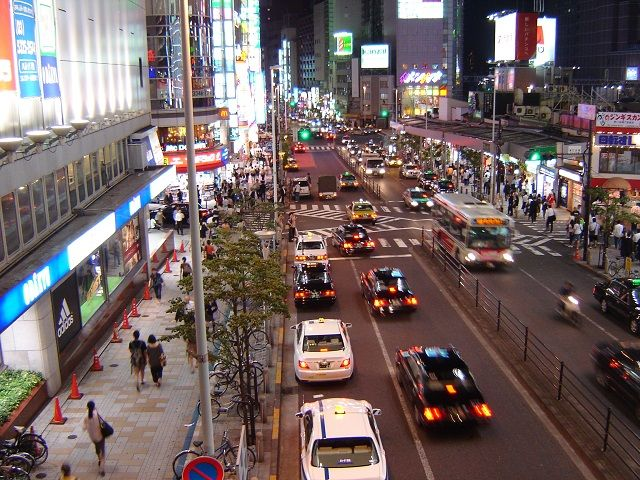 Traffic in Tokyo Reveals Narrow, Safe Traffic Lanes