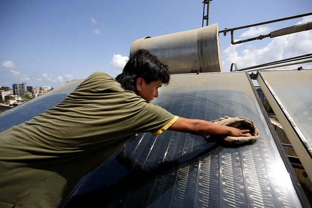 Solar thermal panel in Mumbai, India. Photo by Jiri Rezac/The Climate Group