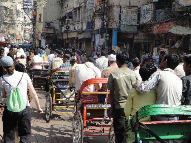 A crowded Delhi street. Source: EMBARQ Sustainable Urban Mobility by WRI/Flickr