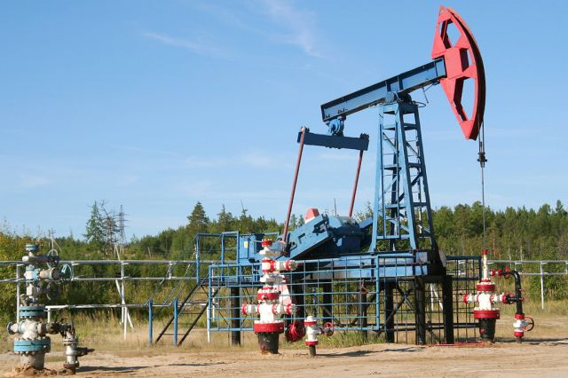 Oil pump in Russia. Photo by Amanda Graham/Flickr.