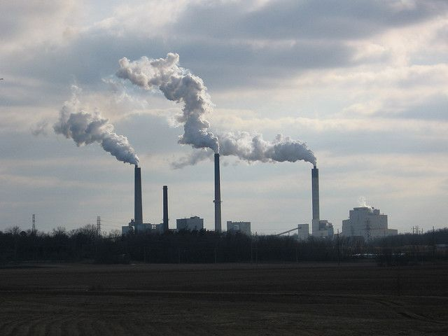 Power plant in Springfield, Illinois. Photo by straightedge217/Flickr