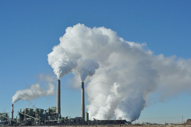Coal power plant in New Mexico. The U.S. power sector has been moving away from coal for years. It has accounted for only 5 percent of new capacity built since 2000. Photo credit: Glennia/Flickr