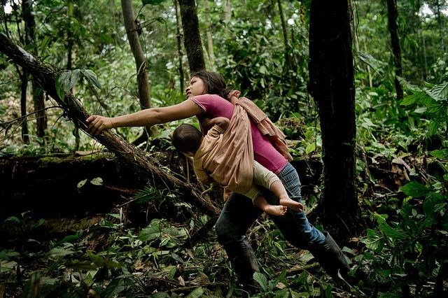 The impacts of oil extraction in Ecuador show why secure community forest rights are necessary to protect livelihoods and the environment. Photo credit: Tomas Munita, CIFOR