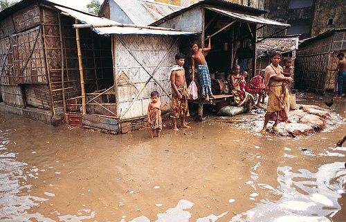 Impoverished communities are oftentimes the most vulnerable to the impacts of climate change. Photo by Global Water Partnership/Flickr.