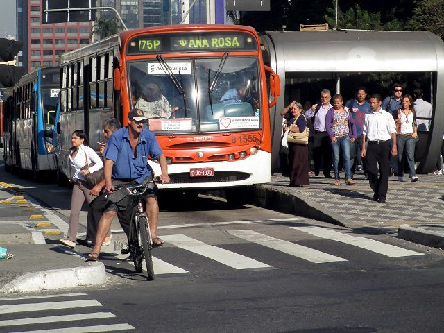 As national leaders prepare plans to curb greenhouse gas emissions at COP20, they can look to sustainable transport for win-win solutions that curb emissions while generating jobs, boosting economic growth, and improving public health. (Lima, Peru) Photo by Associacao Ciclocidade/Flickr.