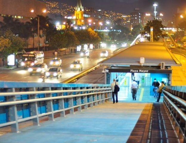 In Rio de Janeiro, proximity to transport is key to ensuring that residents have access to jobs and opportunities within the city. Photo Credit: EMBARQ-Brazil