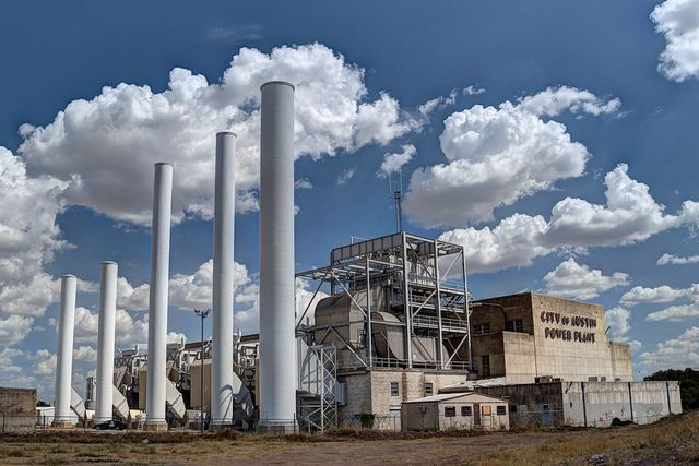 Power plants are the largest source of greenhouse gas emissions in the United States, contributing about one-third of the national total. Photo credit: Dan Stroud/Flickr
