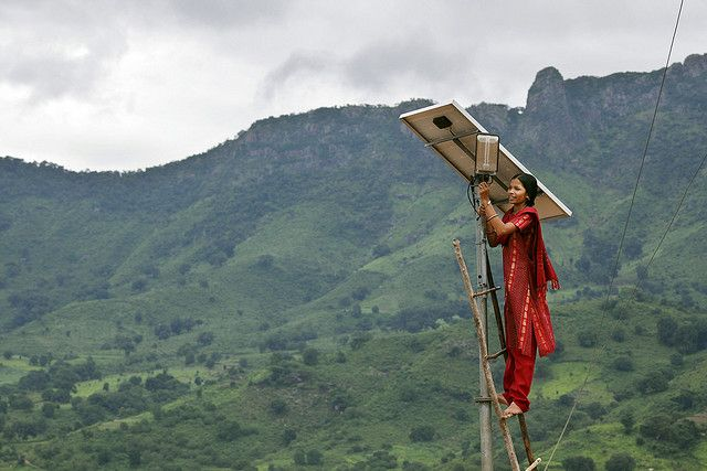 Installing solar-powered lighting in Tinginaput, India. Photo by Abbie Traylor Smith/DFID