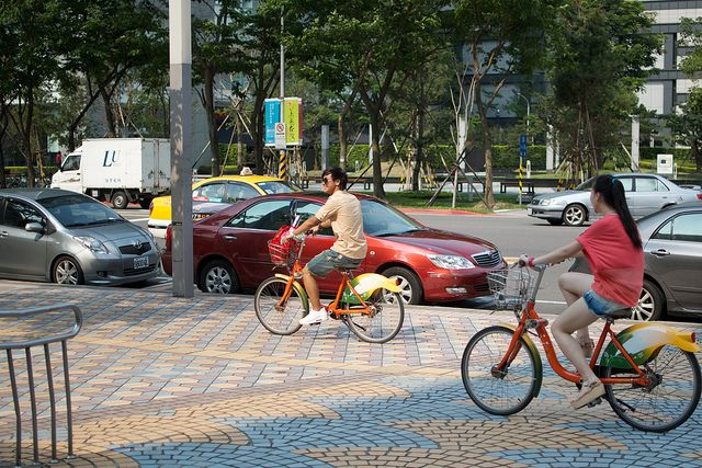 Citizens ride bicycles as part of Taipei's Bike Share program. Photo by Hugger Industries/Flickr