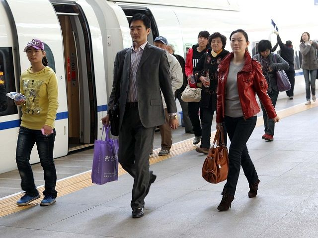 Passengers disembark from a train in Tianjin, China. A new global campaign is seeking to better integrate sustainable mobility solutions like mass transport into policy discussions on development and climate change. Photo credit: Yang Aijun/World Bank/Flickr.
