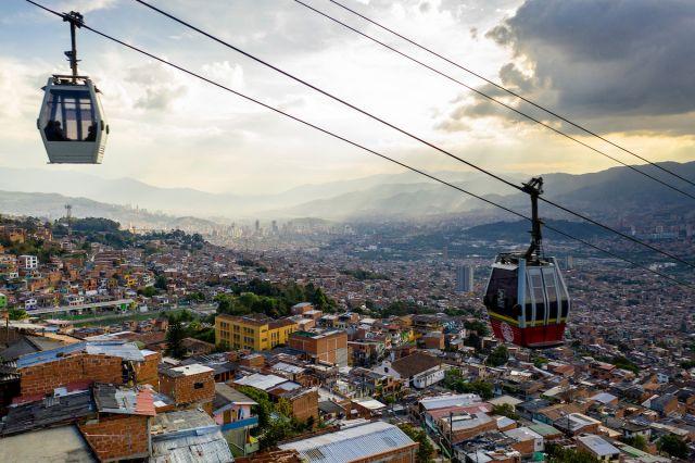 Metrocable en el centro de Medellín