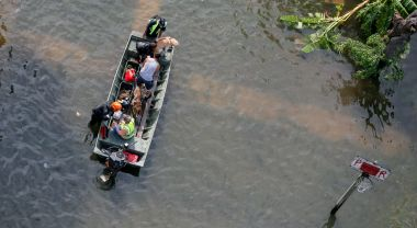Escapees from hurricane flooding. (Flickr/SC National Guard)