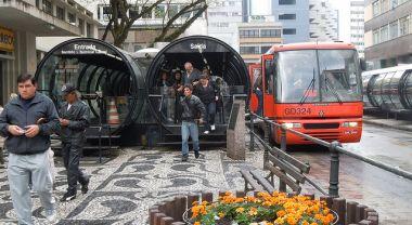 A Bus Rapid Transit (BRT) system in Curitiba, Brazil. Photo credit: whl.travel
