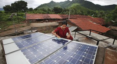 India's goal is to increase solar power to 100 gigawatts by 2022. Photo by Abbie Trayler-Smith/DFID