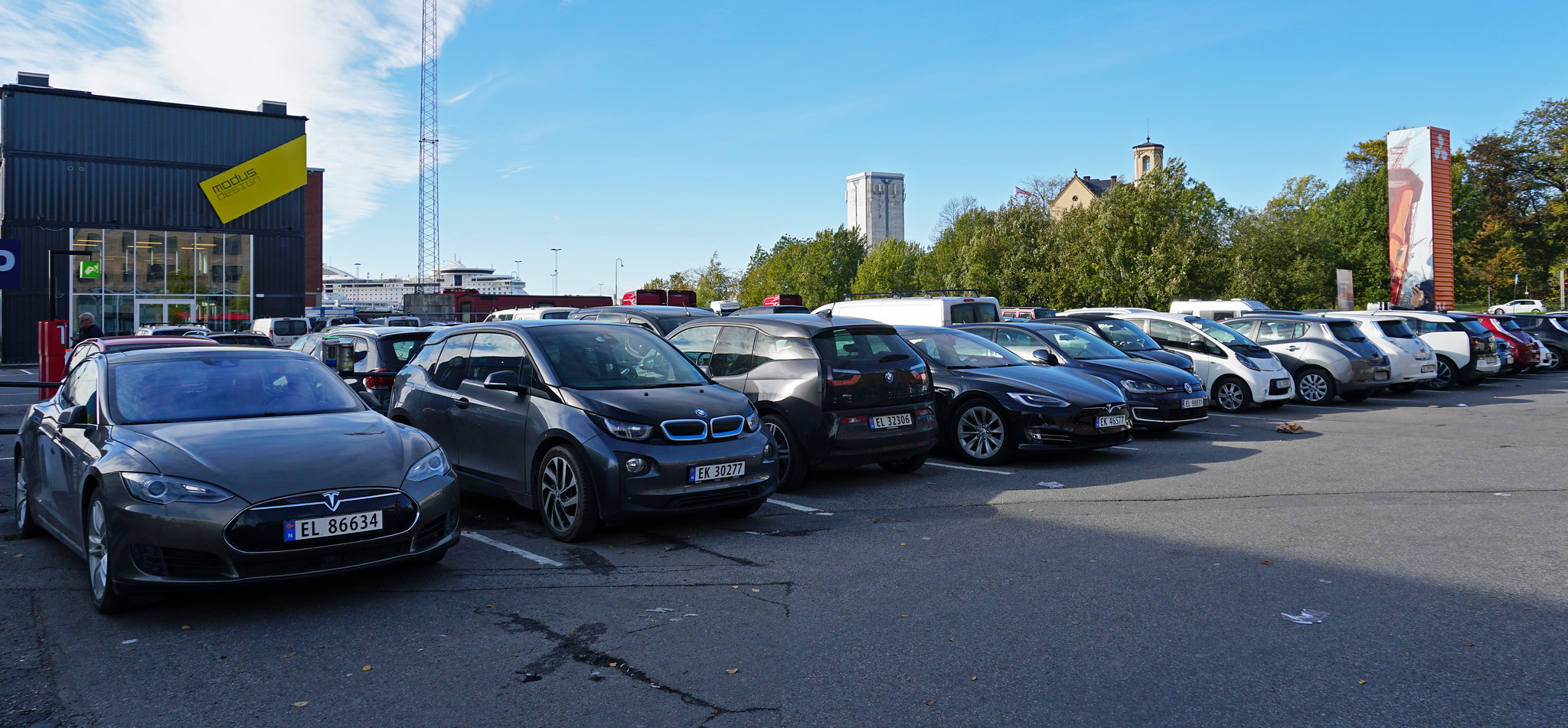 <p>A dedicated parking lot for electric vehicles in Oslo, Norway. Flickr/mariordo59</p>