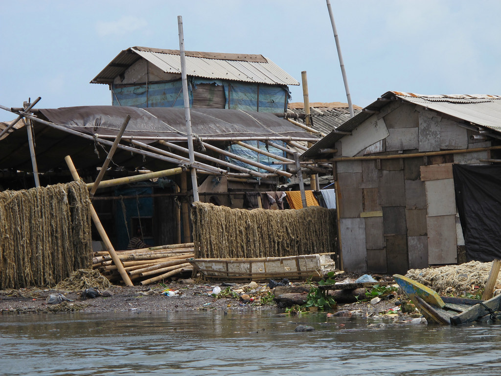 <p>Low income households along riverbanks prone to floods. Flickr/World Bank Photo Collection, Photo: Farhana Asnap/World Bank</p>