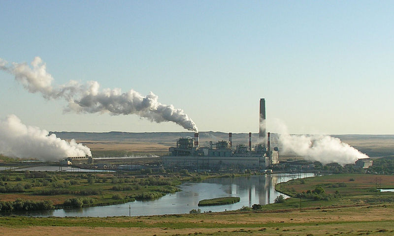<p>Coal-fired power plant in central Wyoming. Photo by Greg Goebel/Wikimedia Commons</p>
