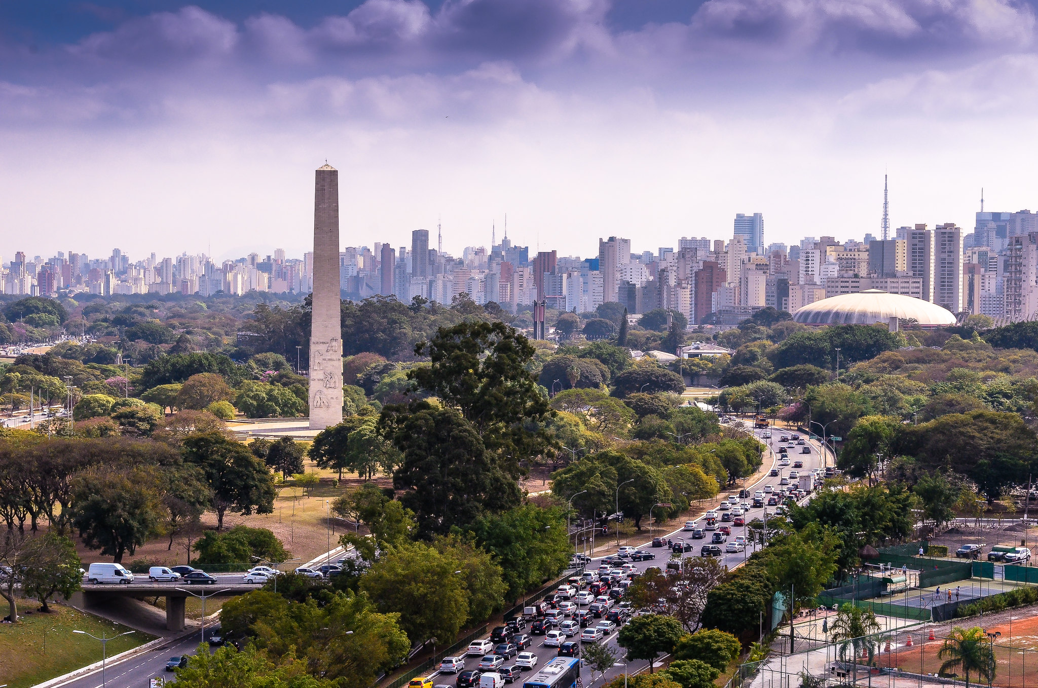 <p>The São Paulo skyline behind Ibirapuera Park. The city\'s urban trees are part of the greater Atlantic Forest ecosystem. Photo by Flávio Jota de Paula/Flickr.</p>