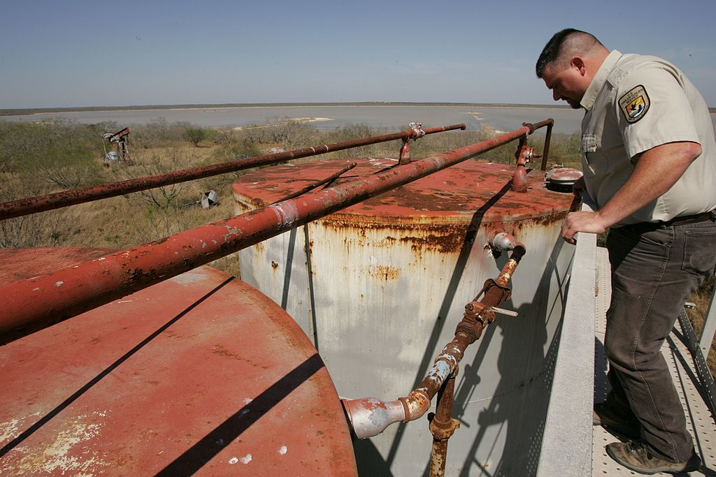 <p>Cleaning up abandoned fossil fuel infrastructure could provide local jobs for displaced workers. Steve Hillebrand/US Fish and Wildlife Service.</p>