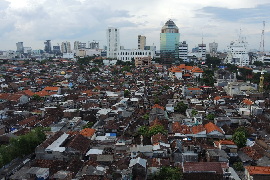 <p>Through the Kampung Improvement Program, residents of Surabaya\'s poor neighborhoods have benefited from improved infrastructure and services, better buildings and a healthier environment. Photo by Axel Drainville/Flickr.</p>