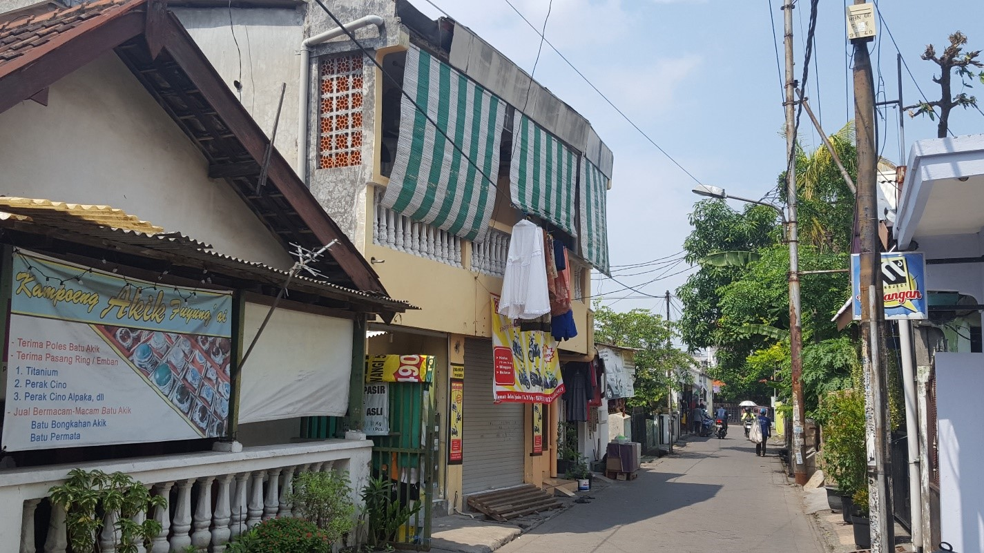 <p>Paved roads and footpaths were important upgrades the Kampung Improvement Program brought to Surabaya\'s informal settlements, with full participation from residents. Photo by Ashok Das.</p>