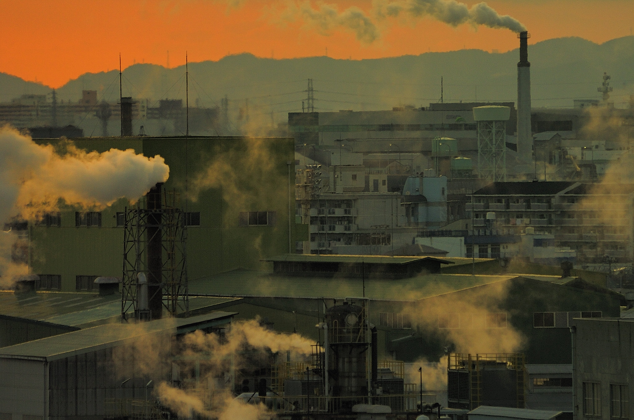 <p>Some emergency measures to address COVID-19 and its impact on communities are linked to negative effects on the climate, including worsening air pollution. Photo credit to Shinobu Sugiyama/Flickr.</p>
