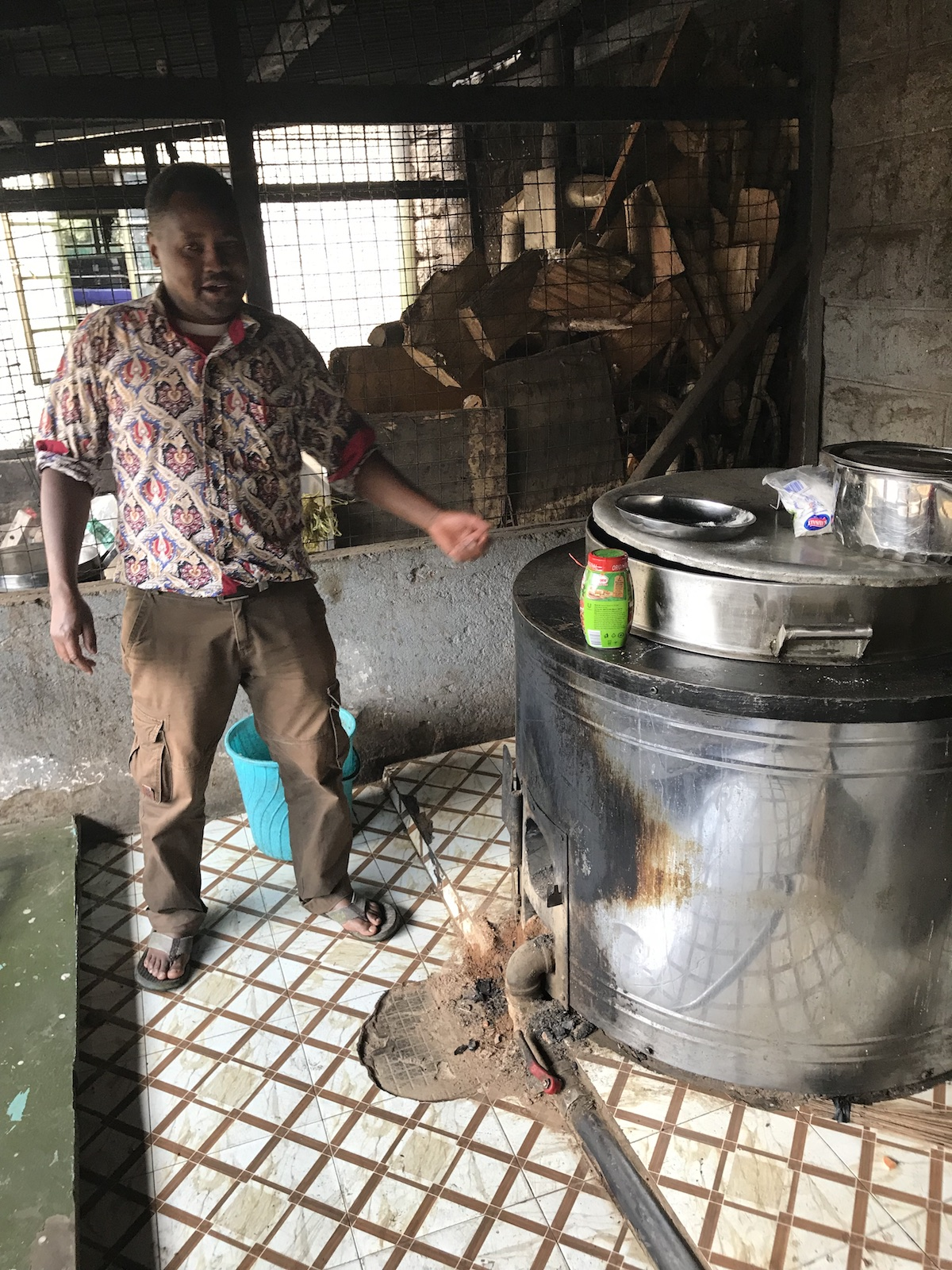 <p>Boniface Mutua, head cook at Jamhuri High School in Nairobi, Kenya. Photo by Esther Kahinga for WRI</p>
