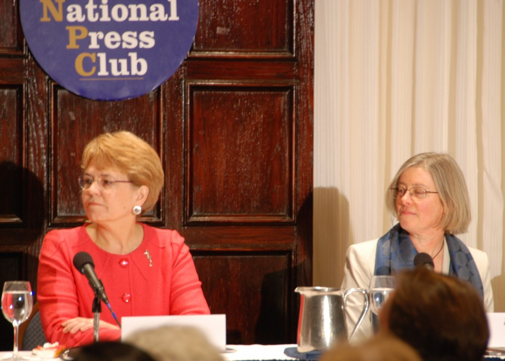 <p>Dr. Jane Lubchenco (NOAA) and Lauretta Burke (WRI) at the Reefs at Risk Revisited Launch. Photo credit: WRI</p>