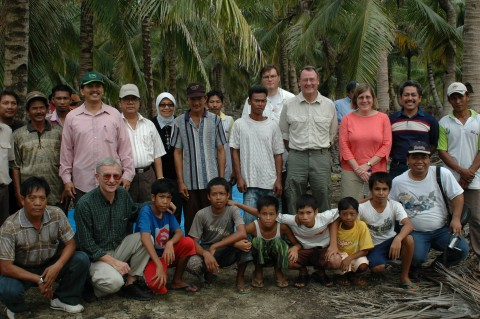 <p>U.S. delegation visits Indonesia forests</p>