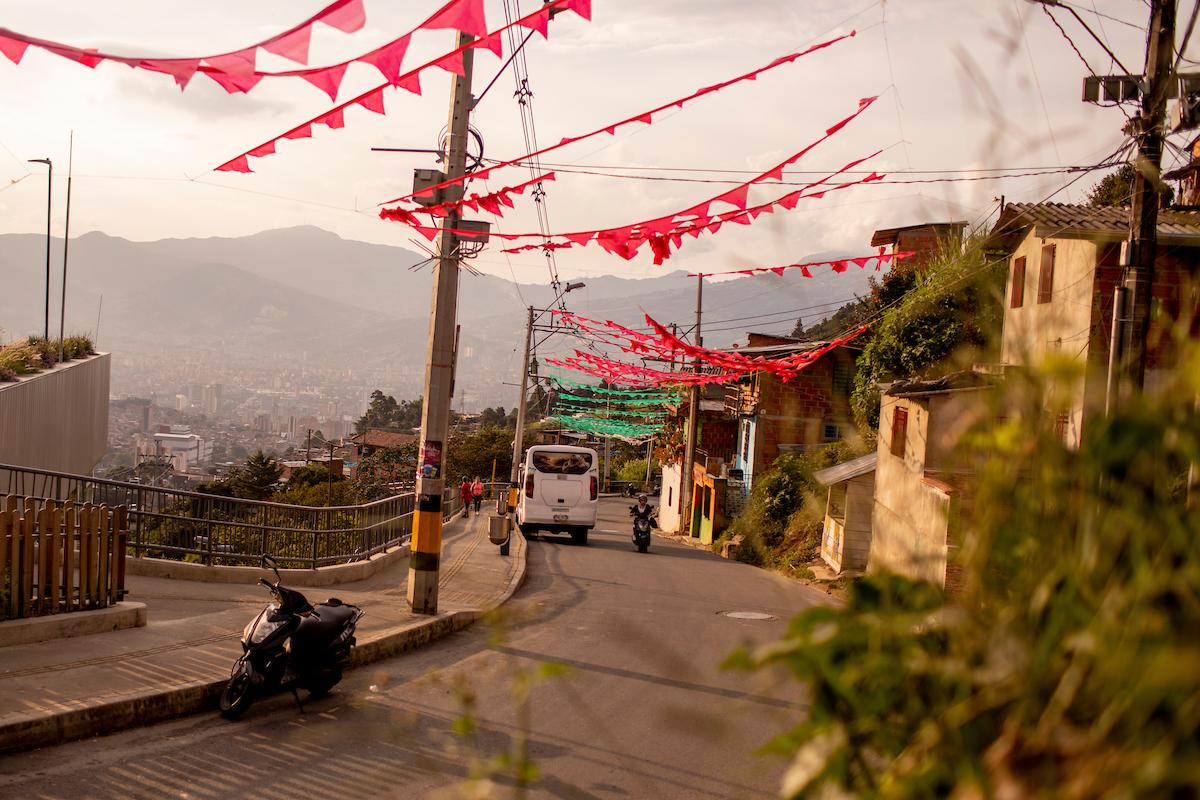 <p>Barrio de la ladera en Medellin, Colombia. Foto por Kyle Laferriere</p>